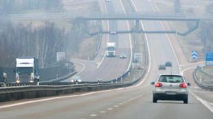 Une autoroute traditionnelle en Suède. Le but d'une autoroute électrifiée est de réduire les émissions des véhicules les plus polluants.