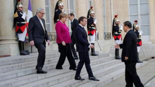 Tổng thống Pháp Emmanuel Macron, thủ tướng Đức Angela Merkel và chủ tịch UBCÂ Jean-Claude Juncker đón tiếp ông Tập Cận Bình tại điện Elysée ngày 26/03/2019.