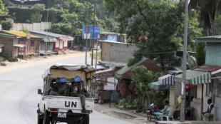 Une patrouille de l'Onuci dans une rue d'Abidjan, le 17 décembre 2010.