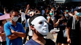 استفاده از ماسک توسط تظاهرکنندگان در تظاهرات هنگ کنگ، دولت مرکزی چین و حکومت محلی هنگکنگ را برای پایان دادن به تظاهرات مردمی با دشواریهای زیادی روبرو کرده است.