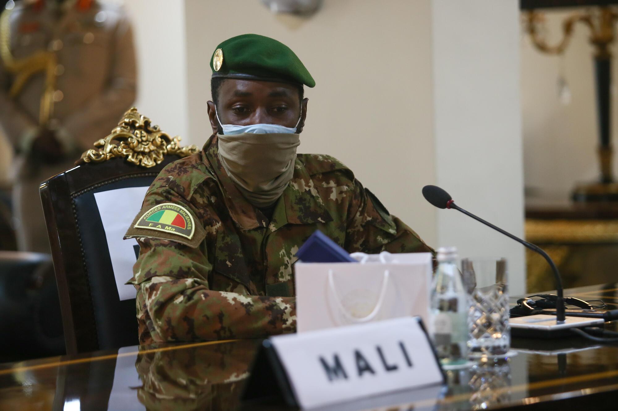 Assimi Goita, rais wa Baraza la Kitaifa la Wokovu la Watunchini Mali (CNSP), wakati wa mkutano wa ECOWAS huko Accra, Septemba 15, 2020.