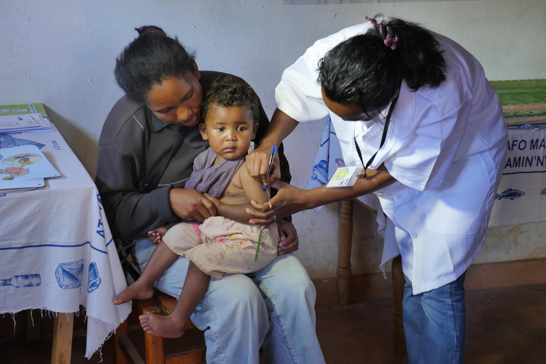 Aide soignante dans un centre de santé (CSB) de brousse, dans le Vakinankaratra (image d'illustration).
