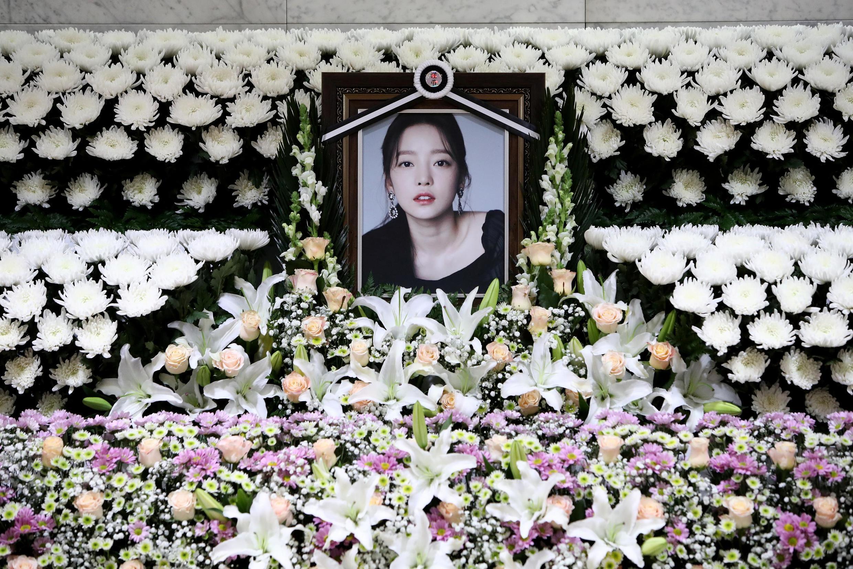 Mémorial de Goo Hara, une chanteuse de K-pop, la musique pop coréenne, qui a mis fin à ses jours.