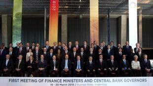 Ministros das Finanças e presidentes de Bancos Centrais na foto oficial do G20, em Buenos Aires.