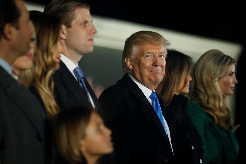 Le nouveau président des Etats-Unis, Donald Trump, entouré par sa famille à la veille de son investiture, le 19 janvier 2017 à Washington.