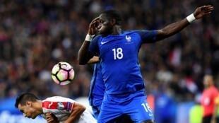 Le Français Moussa Sissoko face à la Bulgarie, en 2016, le 7 octobre.