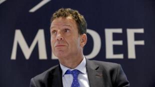 Geoffroy Roux de Bézieux, a été élu président du Medef, le 3 juillet 2018. Il avait déjà brigué en 2013 la présidence du Medef avant de se ranger derrière Pierre Gattaz, qui l'avait une fois élu nommé vice-président chargé du pôle économique.