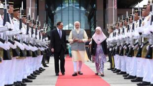 Ảnh minh họa : Thủ tướng Ấn Độ Narendra Modi (G) và phó thủ tướng Malaysia Wan Azizah (P) cùng ông Anwar Ibrahim (T) tại  Sepang, Malaysia, ngày 31/05/2018.
