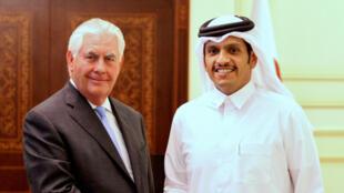 رکس تیلرسون و شیخ محمد الرحمان آل ثانی وزرای امور خارجۀ آمریکا و قطر