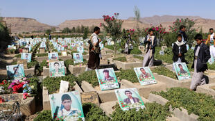 也門內戰中一個死亡者墓地的資料圖片