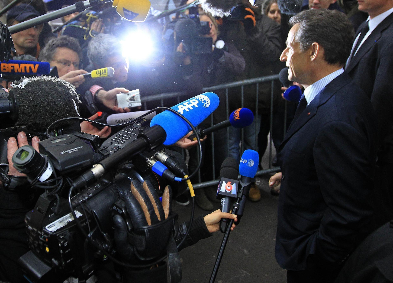 Tổng thống Pháp đồng thời là ứng viên của đảng UMP cánh hữu trả lời báo chí tại Paris ngày 23/04/2012.