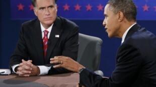 Le candidat républicain Mitt Romney, face à son adversaire le président américain démocrate Barack Obama, lors de leur 3ème débat à Boca Raton, en Floride, le 22 octobre 2012.