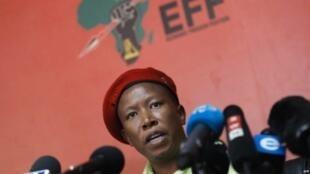 Kiongozi wa chama cha upinzani cha Economic Freedom Fighters (EFF), Julius Malema,katika mkutano na waandishi wa habari Johannesburg, Oktoba 16, 2018.