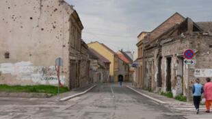 Les citoyens de Vukovar ont manifesté contre l'installation de panneaux en cyrillique. En 1991, la ville a été entièrement détruite après trois mois de siège par l'armée serbe. (Photo: rue principale de Vukovar).