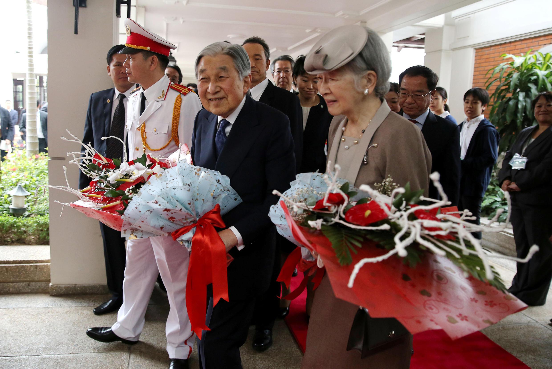 Nhật hoàng Akihito và hoàng hậu Michiko đến Hà Nội ngày 28/02/2017.