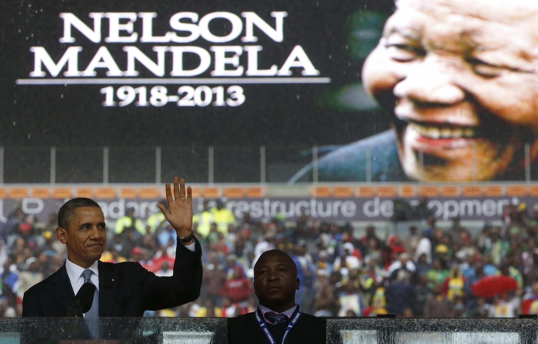 Barack Obama discursando na homenagem a Nelson Mandela neste 10 de Dezembro, em Soccer City no bairro de Soweto, Joanesburgo.