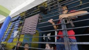 """Jóvenes residentes del albergue """"La gran familia"""", en Zamora, Michoacán, el 17 de julio de 2014."""