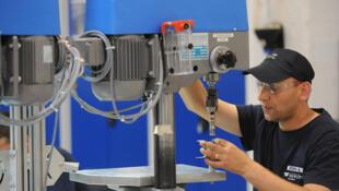 Un employé roumain dans une usine EADS en Allemagne.