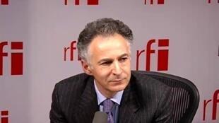 L'ambassadeur français des droits de  l'homme François Zimeray.