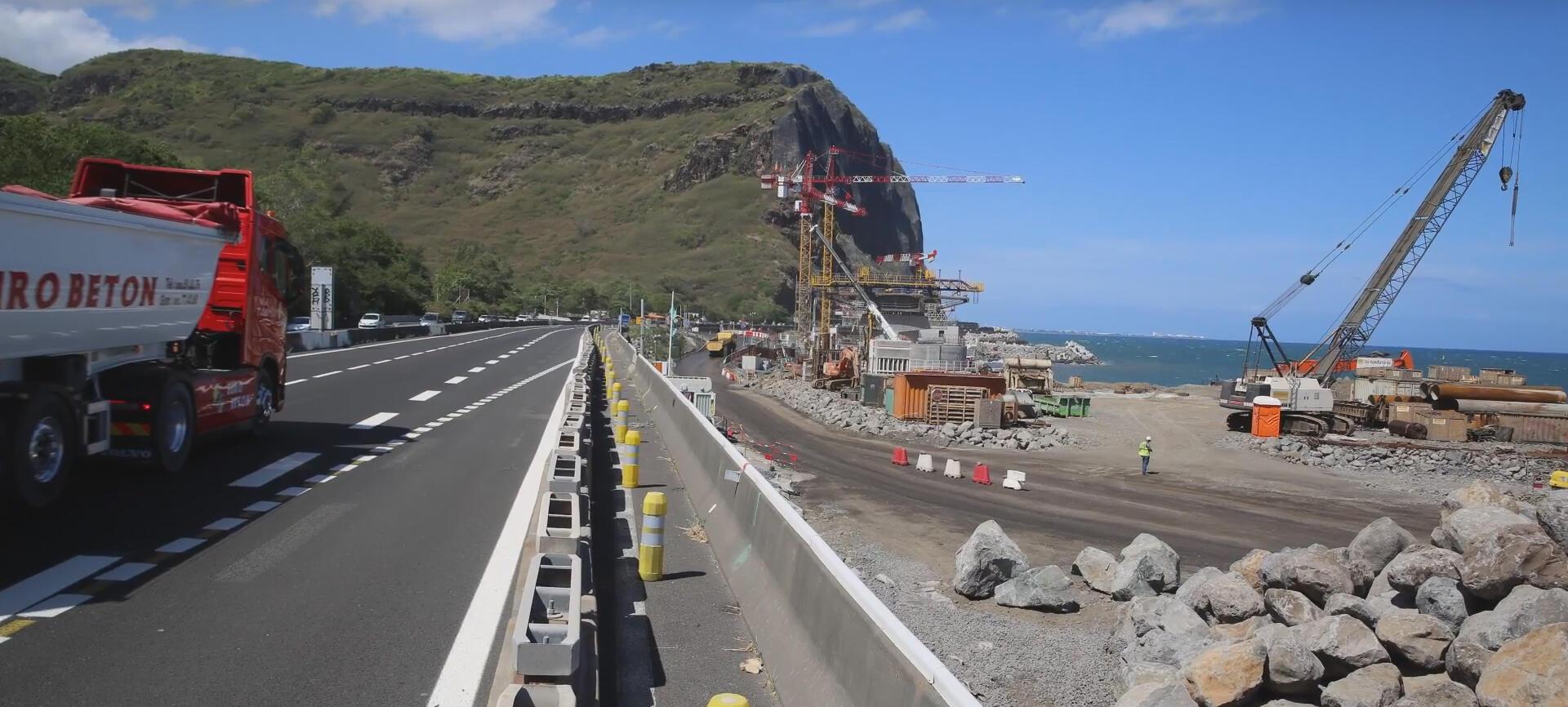 Chantier de la Nouvelle Route du littoral, sur l'île de la Réunion.