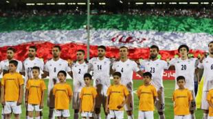 تیم ملّی فوتبال ایران برای رویاروئی با حریف خود ازبکستان به زمین آمده است