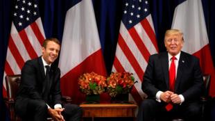 Clima descontraído marcou encontro entre o francês Emmanuel Macron e o norte-americano Donald Trump em Nova York.