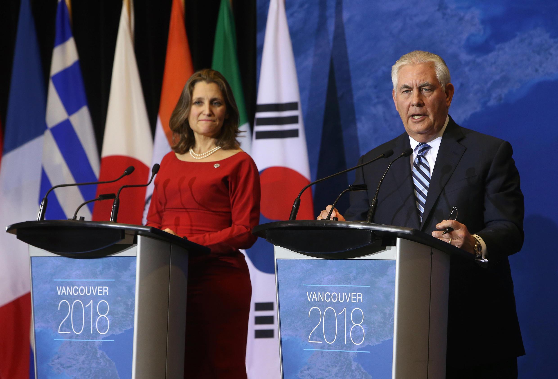 2018年1月16日,美國務卿蒂勒森與加拿大外長弗里蘭(Chrystia Freeland)在溫哥華關於朝鮮半島安全局勢會議期間共同出席記者會。
