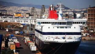 En provenance de Milos, le navire est à présent attendu mardi matin au port du Pirée (image d'illustration).