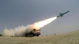 L'Iran peut désormais acheter et vendre des armes à l'international, y compris celles fabriquées localement, comme ce missile tiré le 17 octobre dans le nord de l'Océan Indien