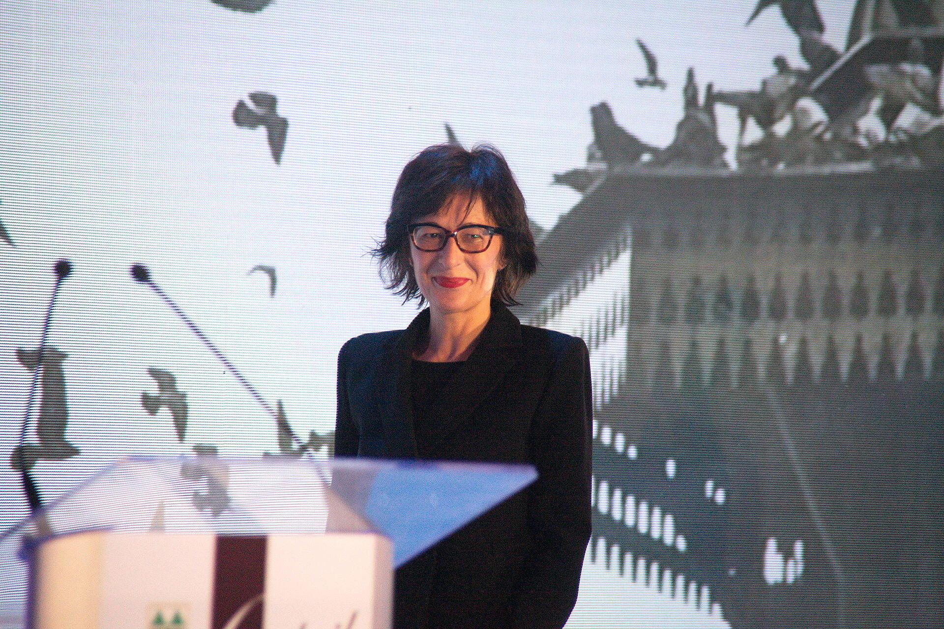 Florence Hartmann, porte-parole du TPIR de 2000 à 2003. ( sur la photo à sarajevo)