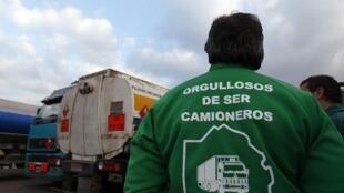 Un camionero participa en una protesta en las afueras del Buenos Aires el 21 de junio de 2012.