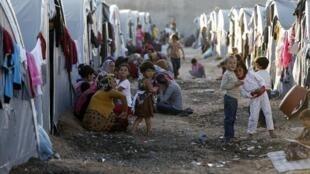 Wasu daga cikin miliyoyin 'yan kasar Syria dake gudun hijira a sansanonin wucin gadi, bayanda yaki ya raba da muhallansu.