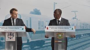 Emmanuel Macron, Presidente francês, e Alassane Ouattara, chefe de Estado da Costa do Marfim