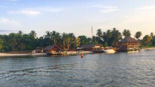 La baie des milliardaires, Lagune Ebrié, Abidjan.
