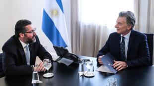 O chanceler brasileiro Ernesto Araújo encontra o presidente argentino Mauricio Macri, em Buenos Aires, Argentina, em 10 de abril de 2019.
