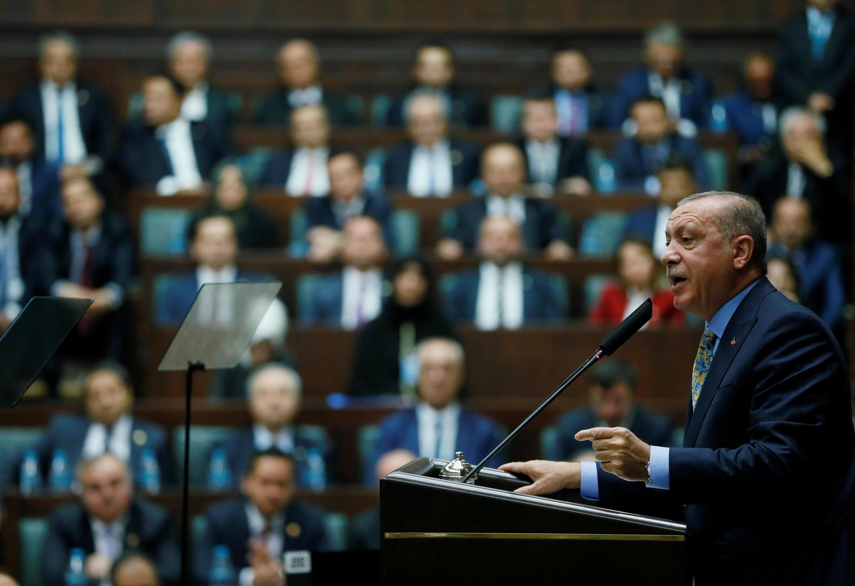 Recep Tayyip Erdogan s'adresse aux membres du Parlement turc le 23 octobre 2018.