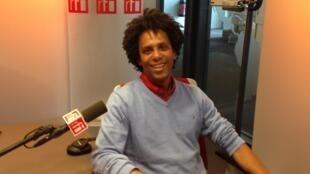 """Érico José, diretor do monólogo """"Valsa N°6"""", de Nelson Rodrigues, que estreia na França no final de agosto de 2016."""