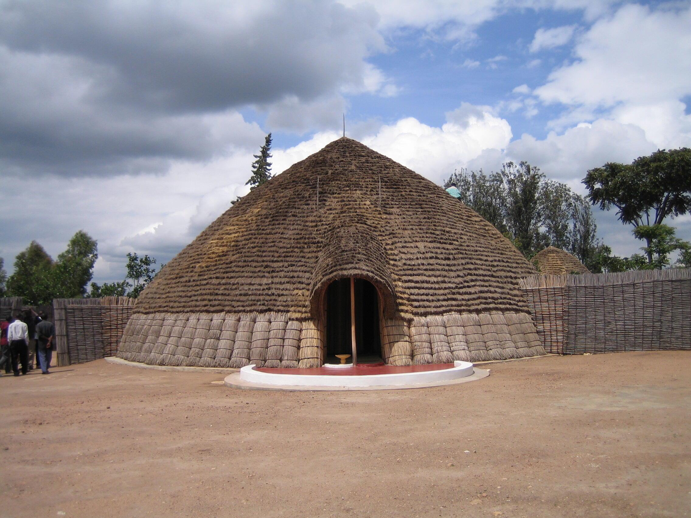 Une reconstruction du palais du Roi traditionnel à Nyanza, au Rwanda.