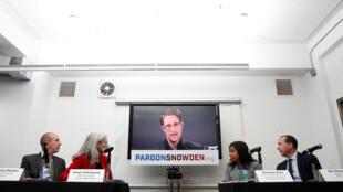 Edwward Snowden phát biểu qua video trực tuyến trong cuộc họp báo mở chiến dịch vận động ân xá cho nhân viên này tại New York ngày 14/09/2016.