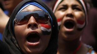 Mujeres protestan contra el presidente egipcio, el 3 de julio de 2013 en El Cairo.