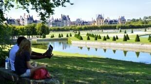 Khuôn viên lâu đài Fontainebleau, miền nam Paris, Pháp