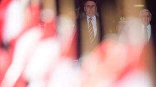 Retorno de Bolsonaro à Brasília: Ele deve definir nesta quinta-feira texto da reforma da previdência.