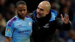 L'attaquant de Manchester City Raheem Sterling et son entraîneur Pep Guardiola, le 29 janvier 2020.