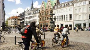 Sans voiture, le vélo reste une bonne alternative, ici à Copenhague au Danemark.