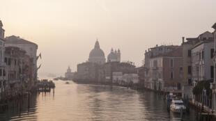 Le Grand Canal de Venise (illustration).