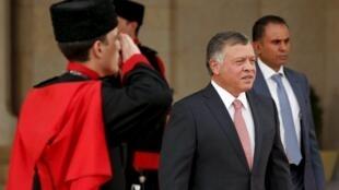 Critiquer le Roi a toujours été un tabou. les députés ont voté l'année dernière plusieurs lois restreignant la liberté d'expression. Résultat des journalistes se retrouvent en prison en Jordanie.. </br> Le Roi Abdallah de Jordanie au palais royal d'Amman.