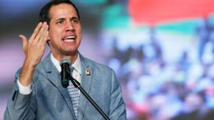 O opositor Juan Guiadó não descartou uma intervenção dos EUA no país para expulsar Maduro