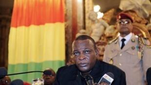 Le président intérimaire de Guinée, le général Sékouba Konaté, a effectué  une visite d'une semaine à Paris