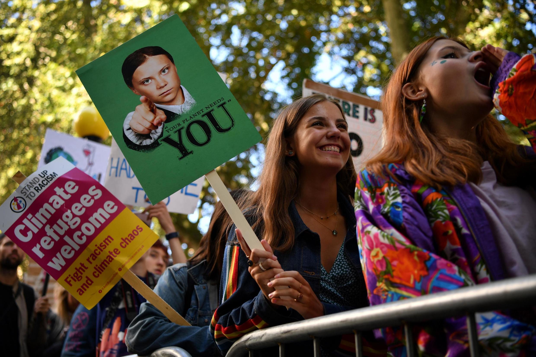 Jovens britânicos têm tendência mais progressista, especialmente as garotas.