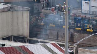 В тушении пожара было задействовано около 250 человек.